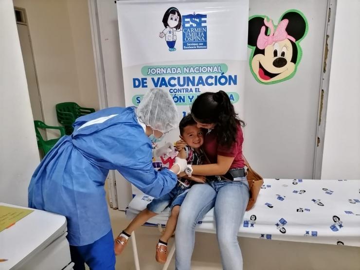 Padres de familia a vacunar a sus hijos contra el sarampión y la rubéola