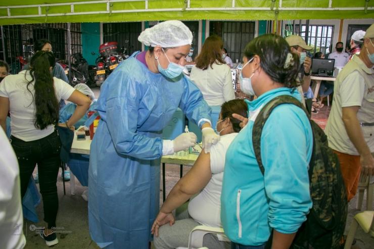 Neiva se acerca a la inmunidad de rebaño; hoy llegó a las 300.000 vacunas aplicadas Contra El Covid-19